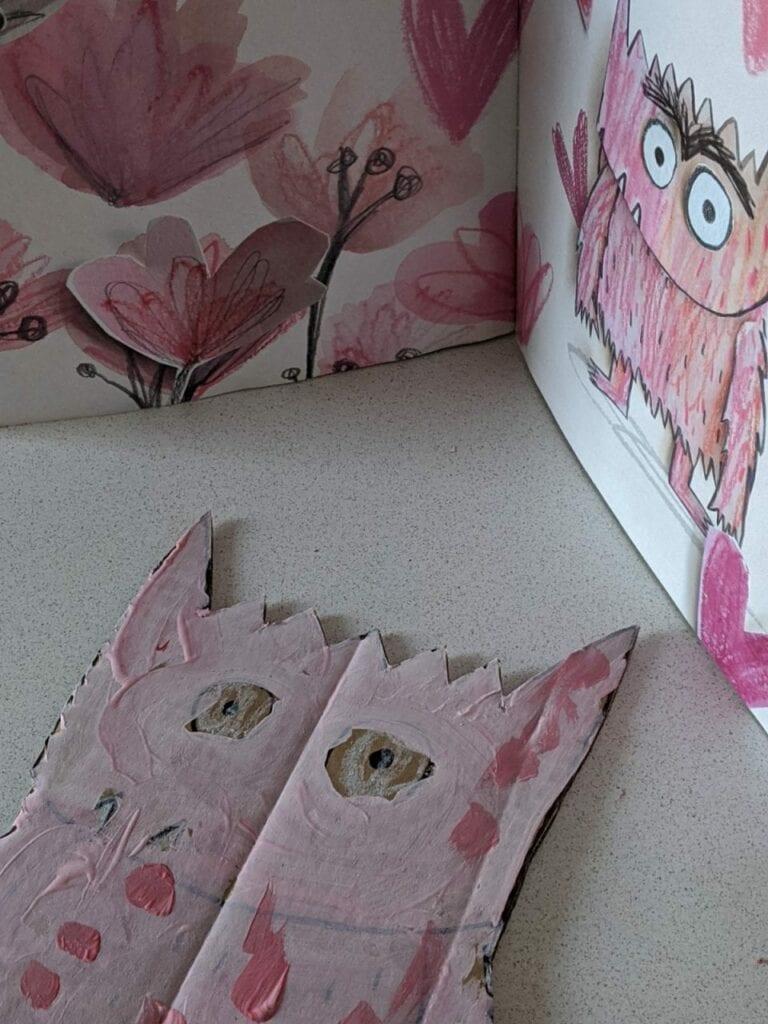monstro das cores feito com caixa de papelao 06
