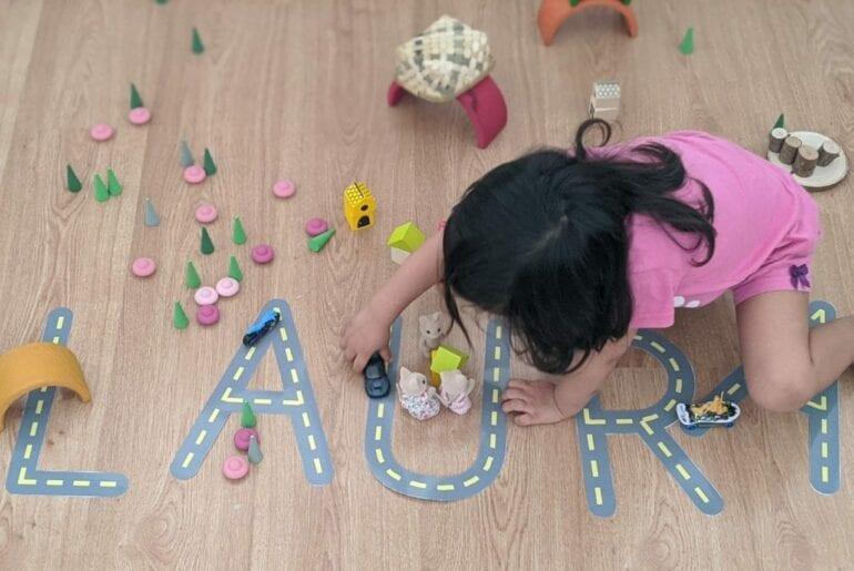 pista de carrinhos com letras do alfabeto 04