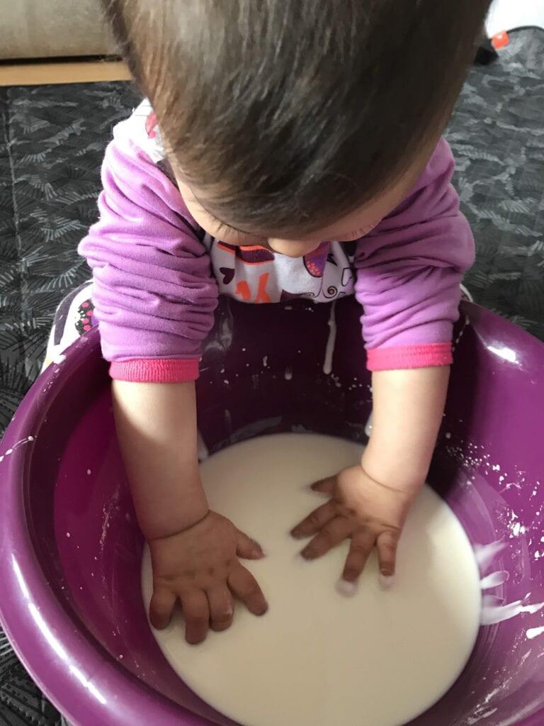 brincadeiras e atividades para bebes de 8 meses 05