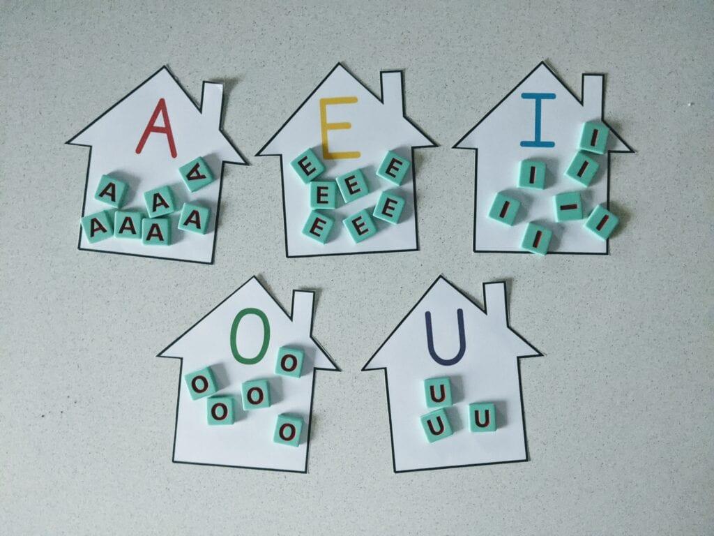 atividade com vogais para maternal 2 anos 02