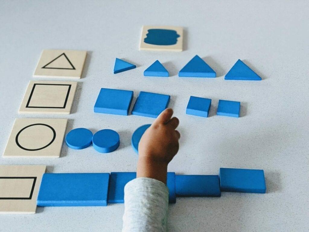 atividade de classificacao com blocos logicos 02
