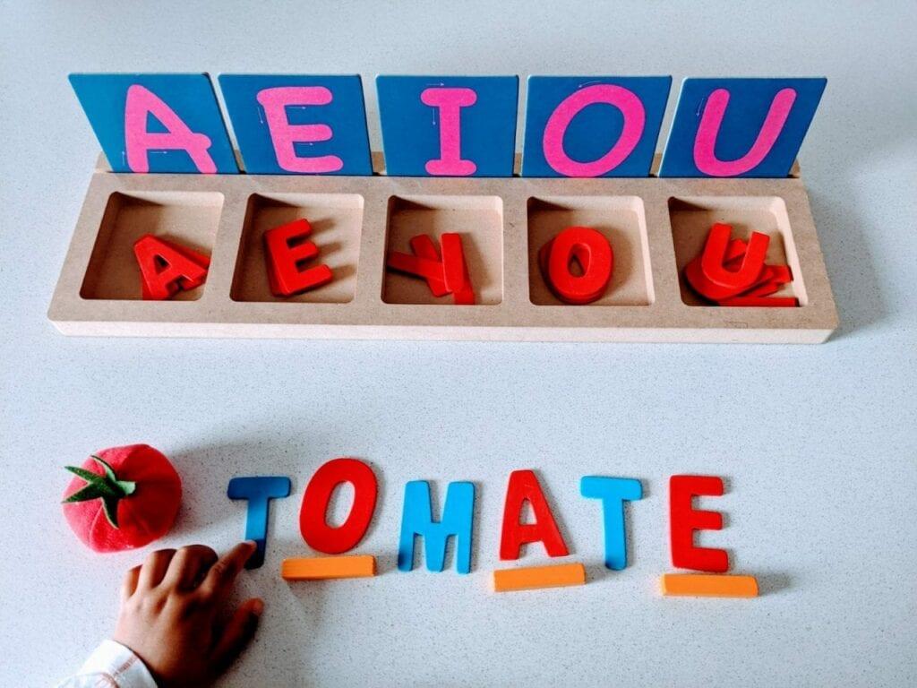 atividade para completar com vogais que faltam
