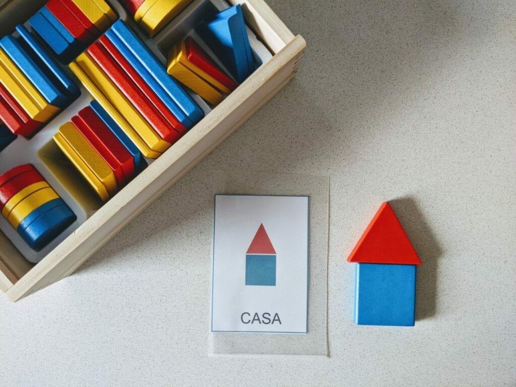 atividade para criar figuras com blocos logicos casa