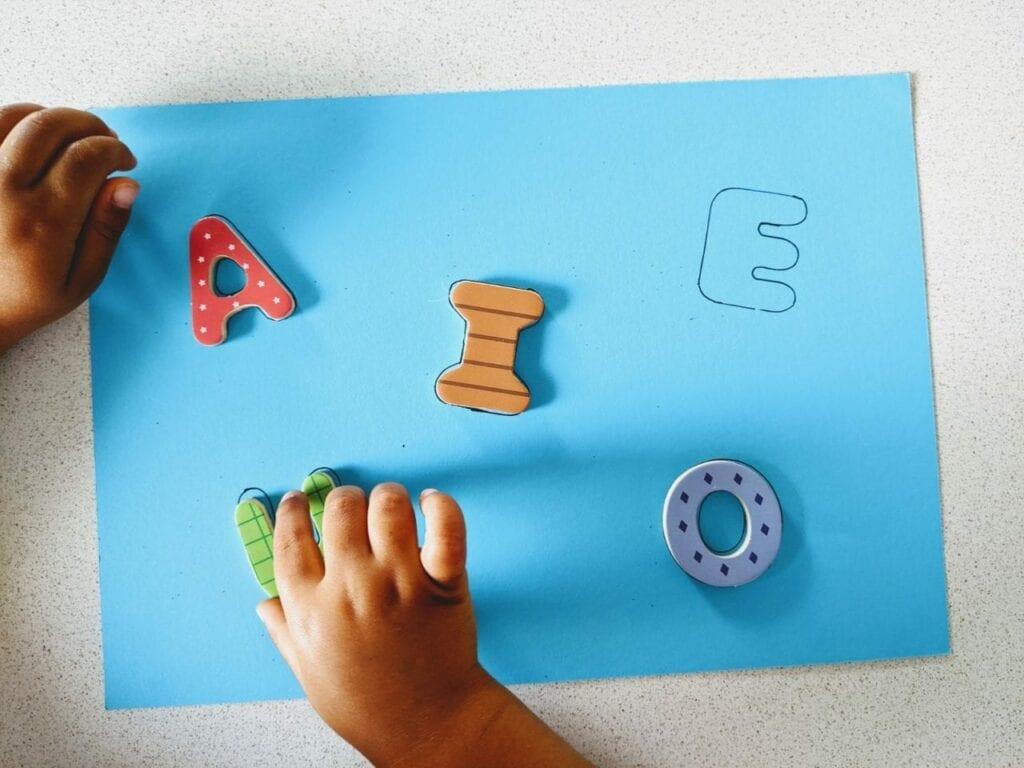 atividades com as vogais para maternal 02