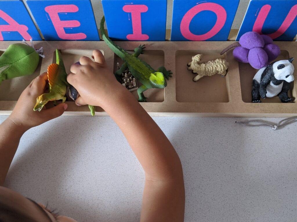 atividades ludicas com vogais para educacao infantil 02
