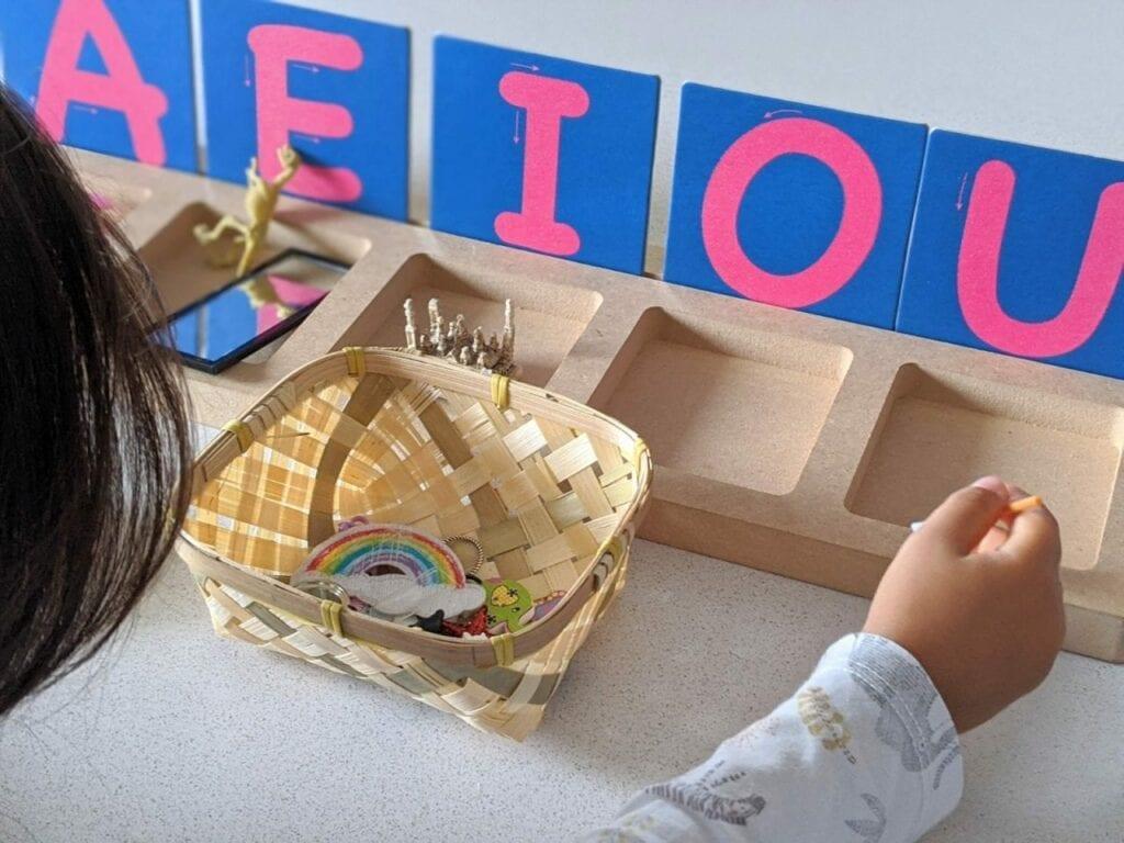 cesta de sons e caixa de vogais
