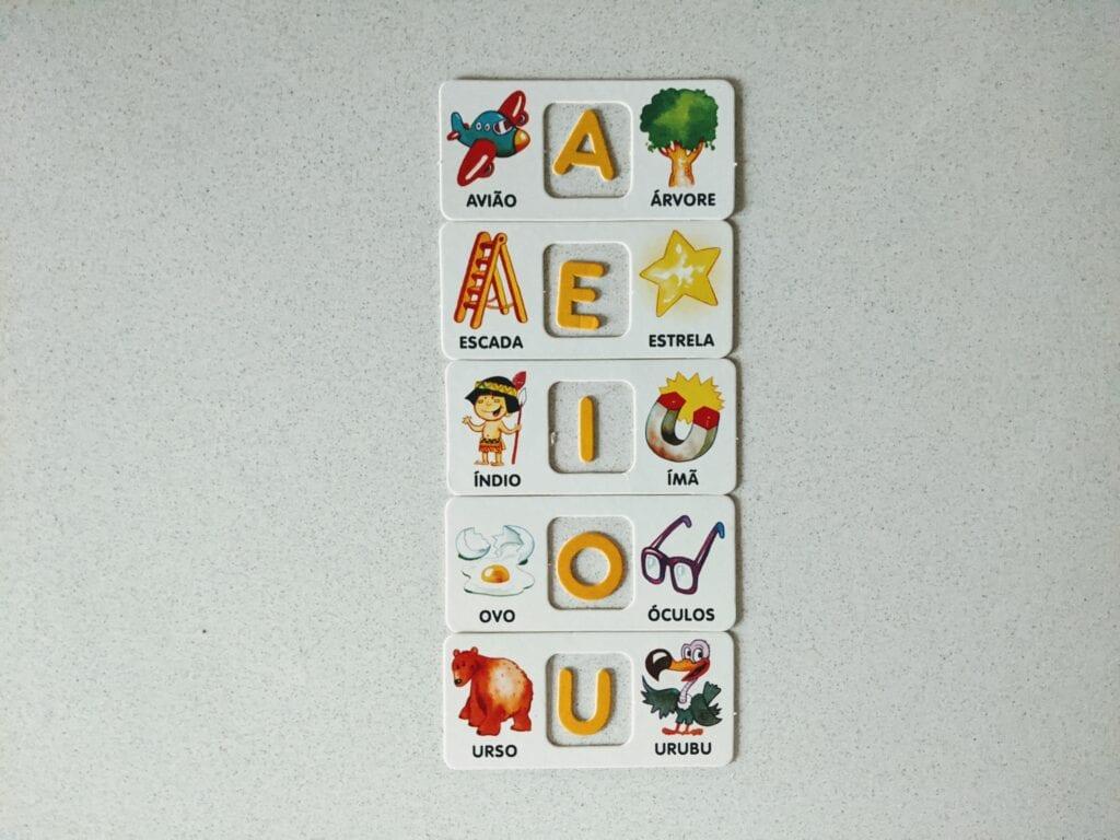 jogos e brinquedos com vogais 04