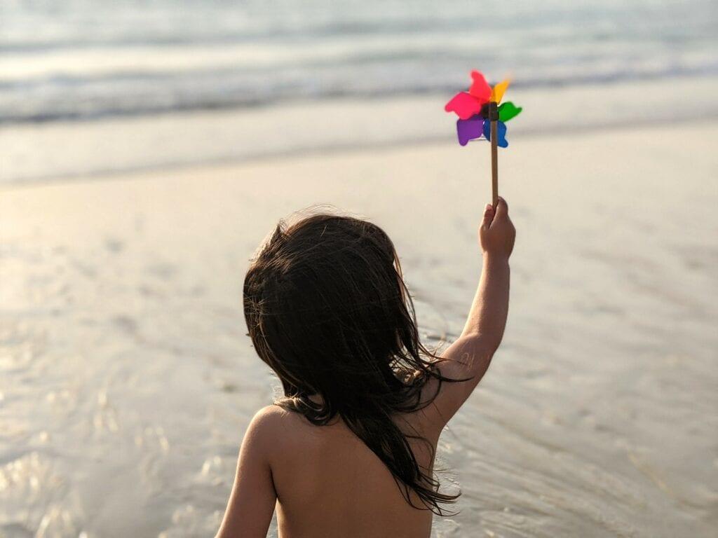 atividades para fazer na praia - aprender sobre o vento
