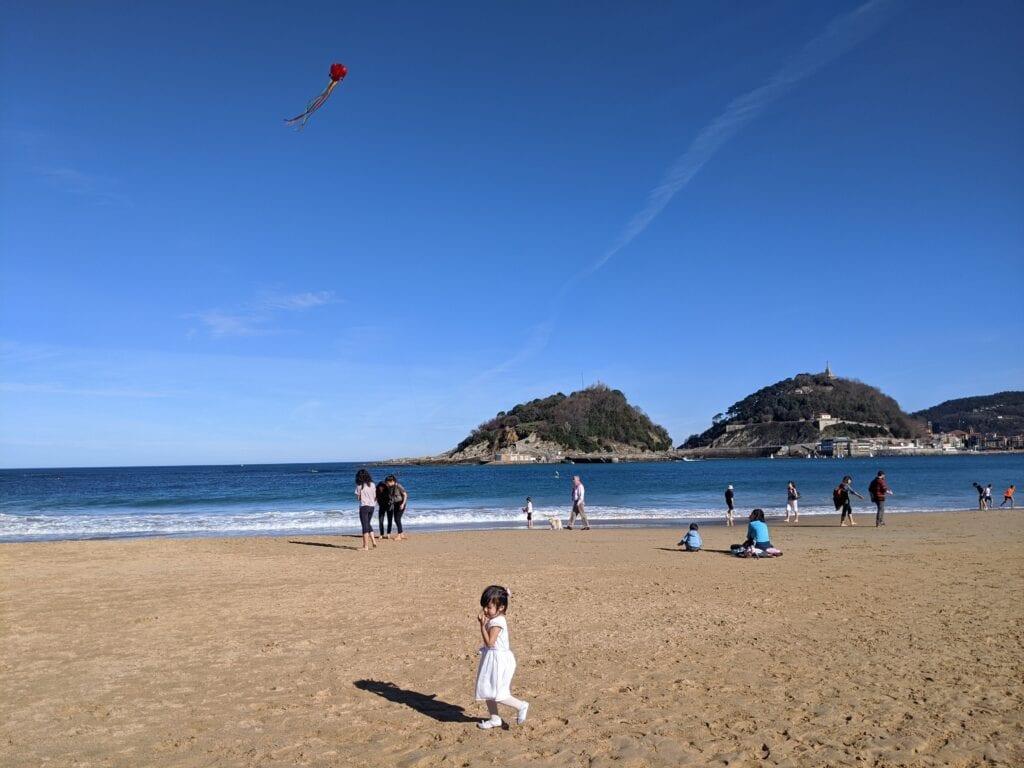 atividades para fazer na praia - soltar pipa