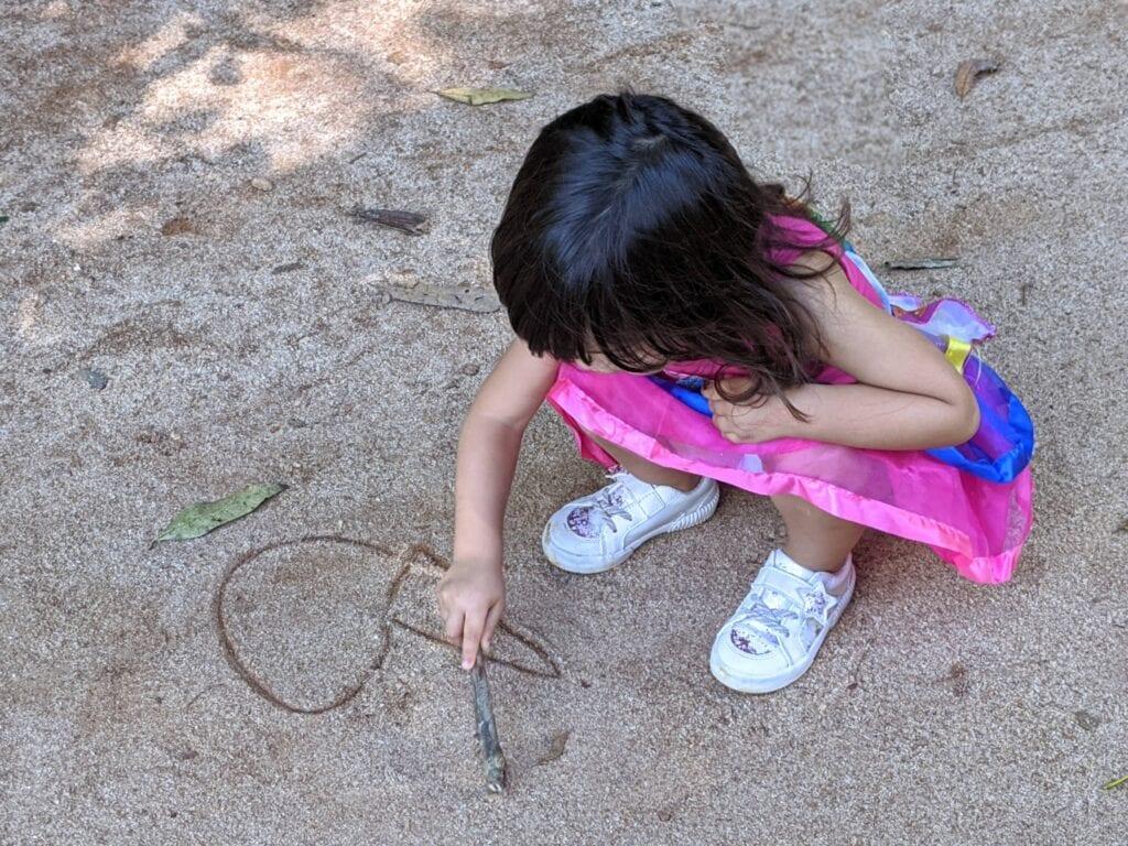 brincar na areia - escrever