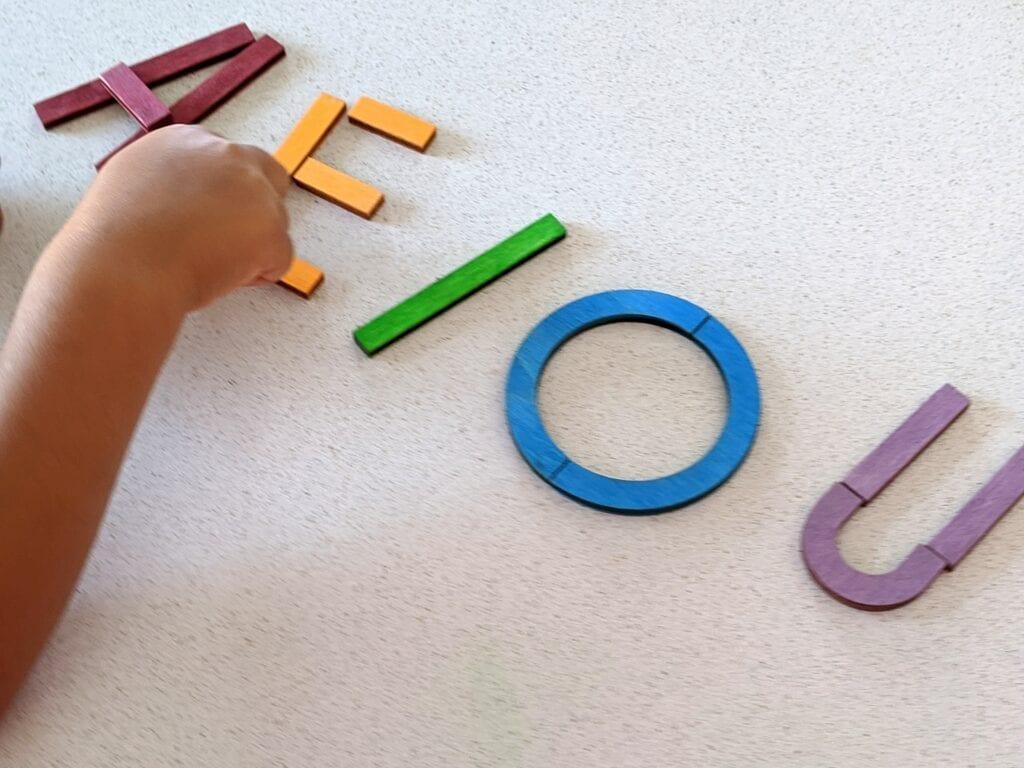 brinquedo com vogais