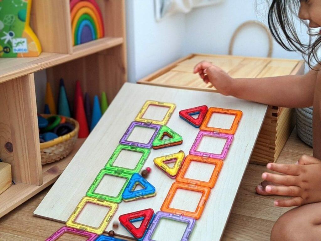 brinquedo infantil com bolinhas 06