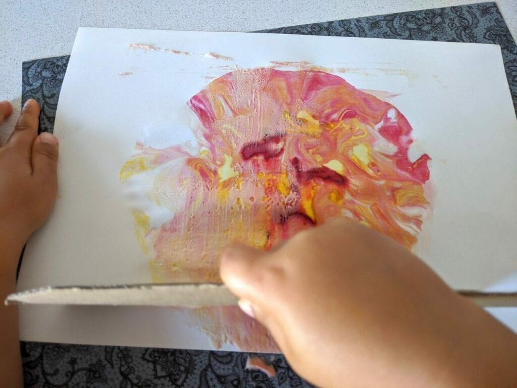 como fazer um sol de papel 12