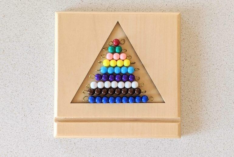 escada de contas coloridas montessori