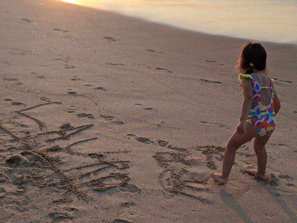escrever nome na areia da praia 02