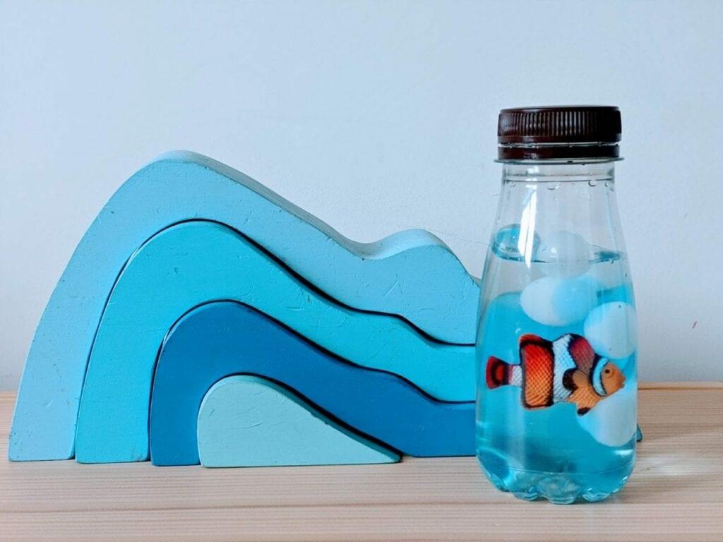 garrafa sensorial fundo do mar