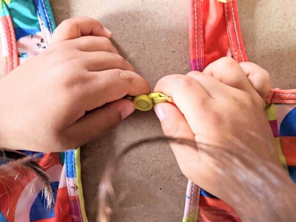 telaio de vestir montessori 03