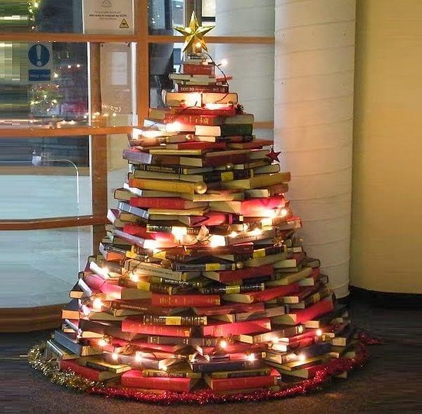 arvore de natal com livros