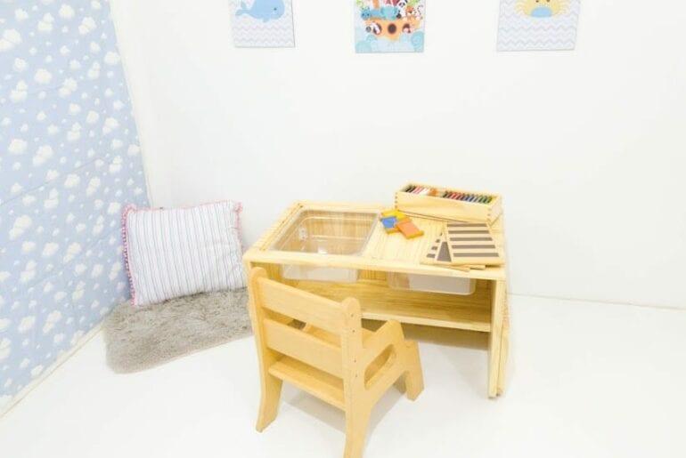 mesa sensorial montessori com luz 01