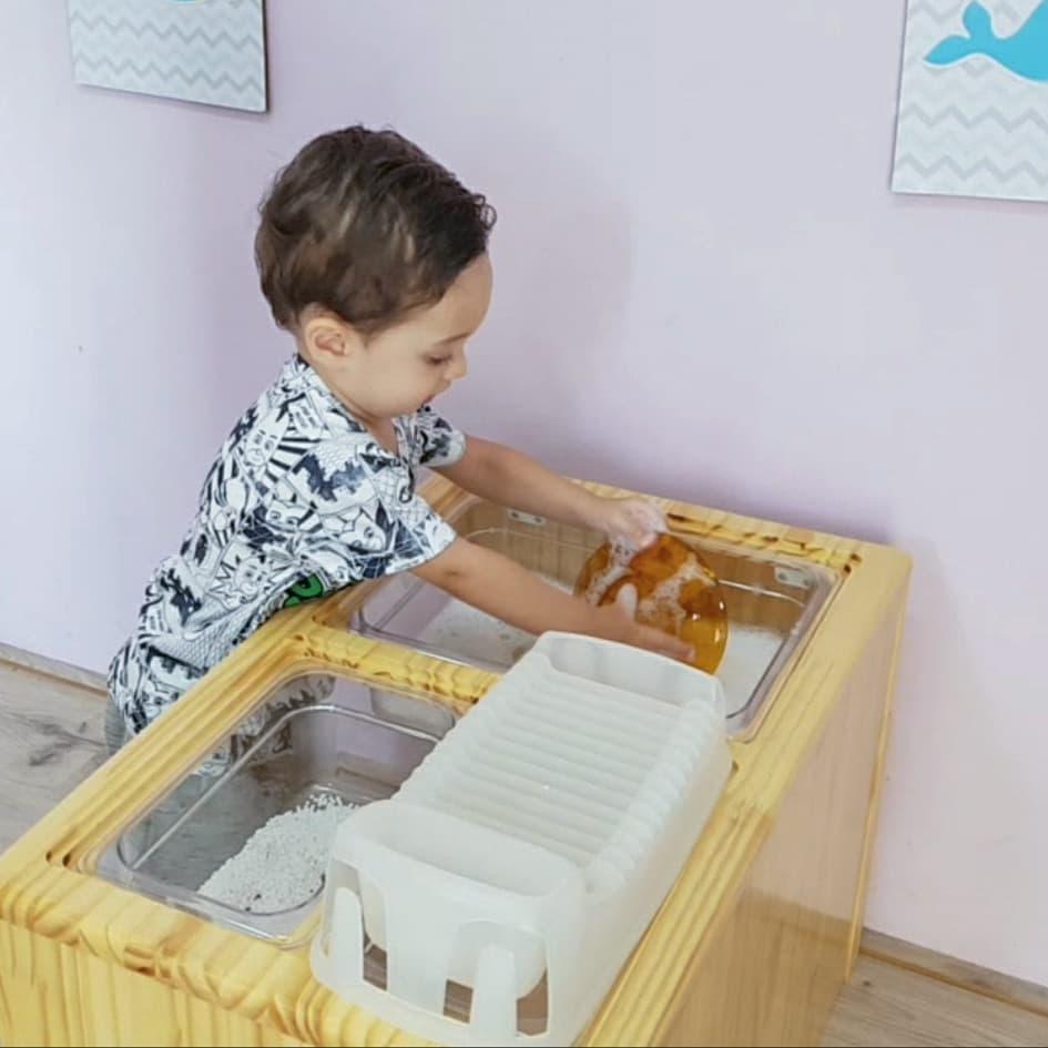 mesa sensorial montessori com luz 03