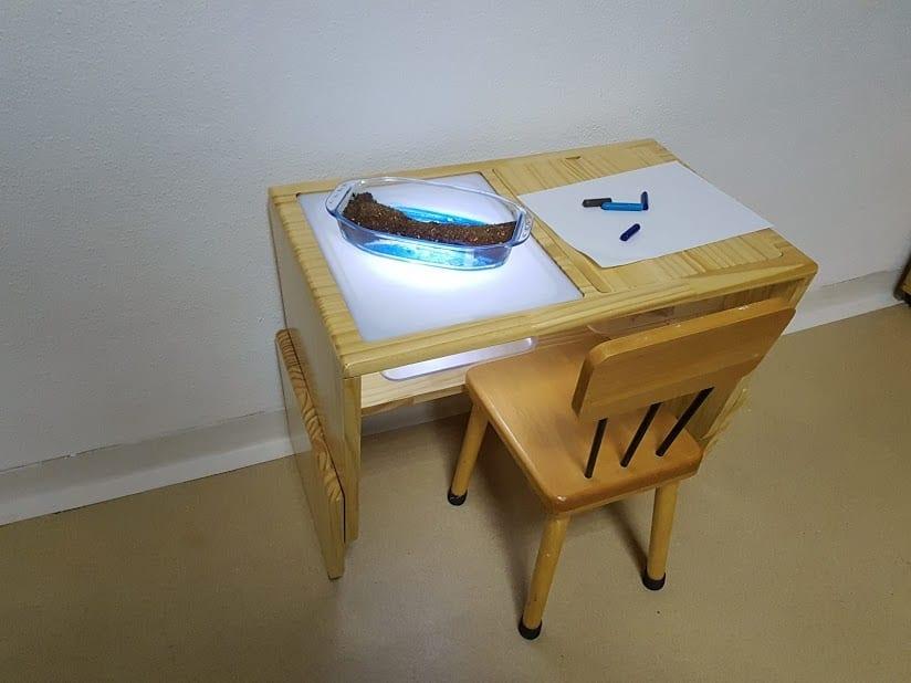 mesa sensorial montessori com luz 04