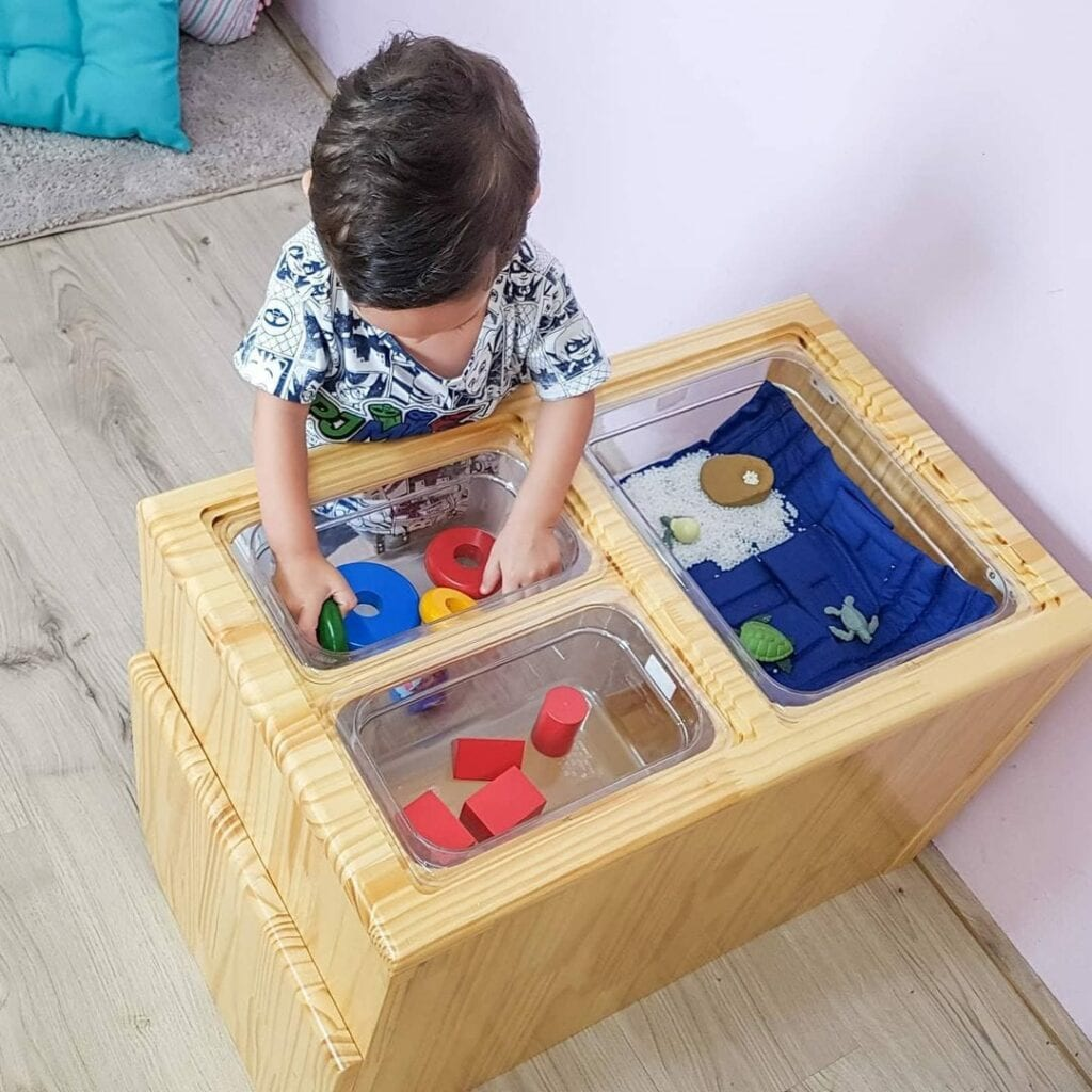 mesa sensorial montessori com luz 05