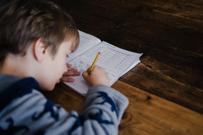 ajudar os filhos a ir bem na escola