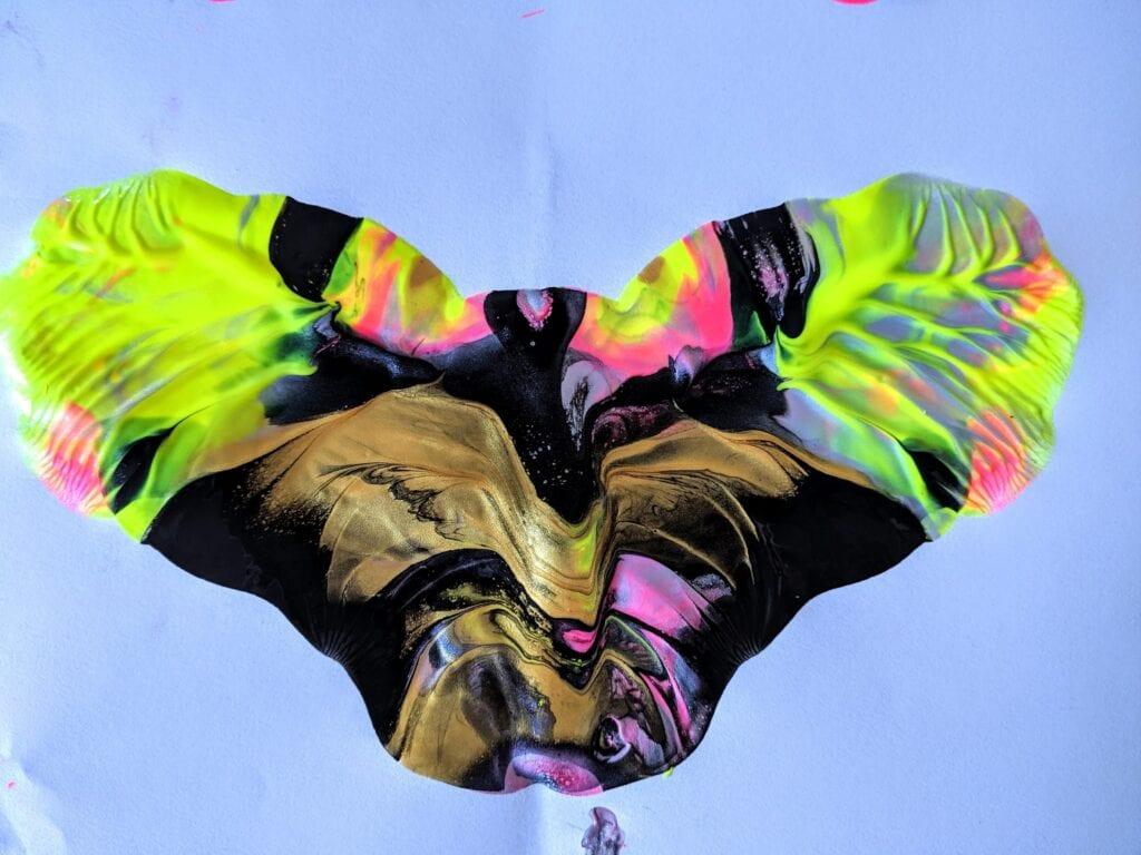 desenho simetrico de borboleta para completar