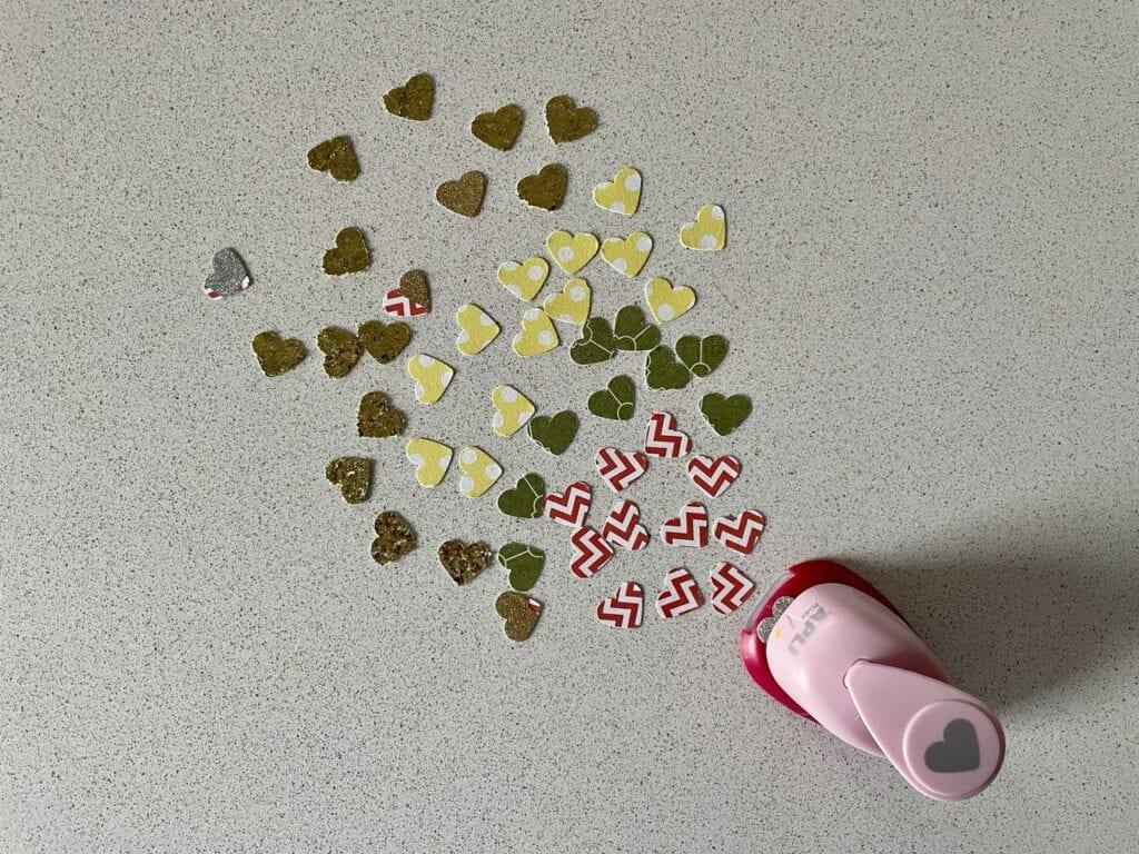 fazer confete atividade infantil