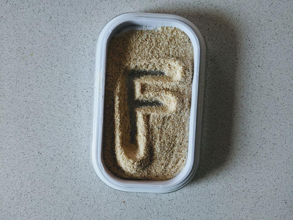 letra-f-na-caixa-de-luz-montessori