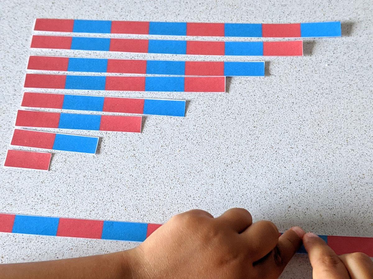 Barras vermelhas e azuis Montessori